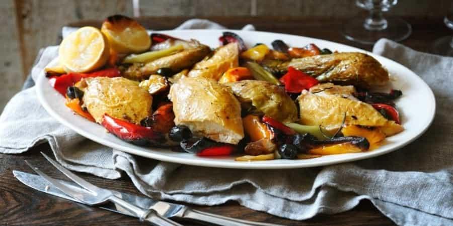 Κοτόπουλο με ελιές και πιπεριά