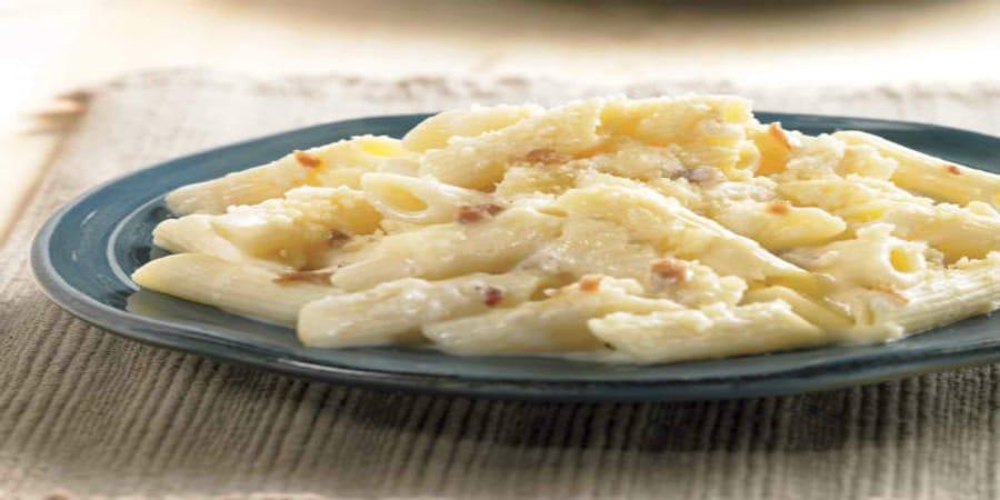 πένες με γιαούρτι και τυρί