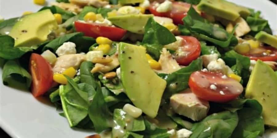 Σαλάτα με σπανάκι, αβοκάντο, ανθότυρο